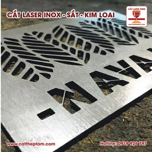 Cắt biển hiệu quảng cáo, logo bằng inox bằng công nghệ laser hiện đại