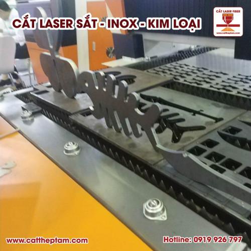 Cắt laser sắt phục vụ cho gia công cơ khí chính xác