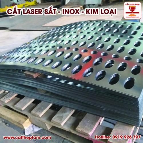 Tăng ca trắng đêm cắt laser cho khách hàng tại CNC Vĩnh Hưng